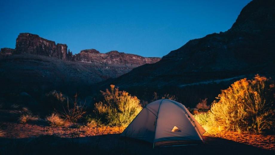 Recomandări: Ce trebuie să știi atunci când te pornești la o campare cu cortul