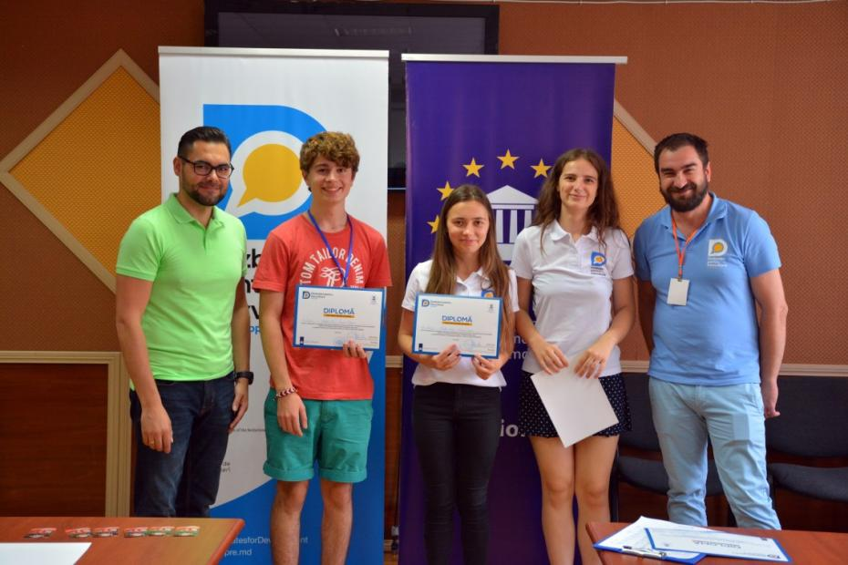 (foto) Competiția Națională de Dezbateri a luat sfârșit. Vladlen Grecu a devenit campionul ediției din această vară