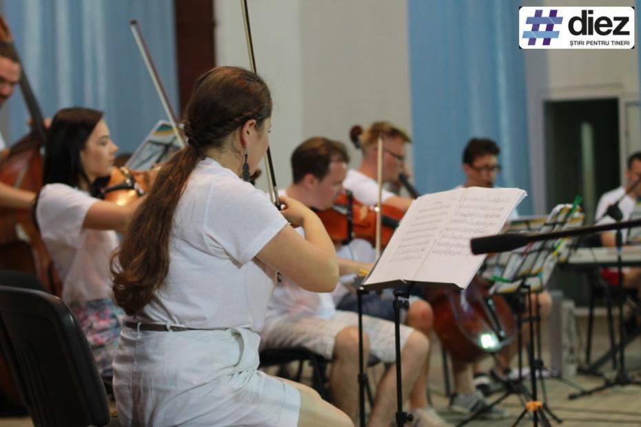 """(galerie foto) Muzica clasică a ajuns și la Școala Sportivă Republicană de Box din Grimăncăuți prin intermediul proiectului """"La La Play"""""""