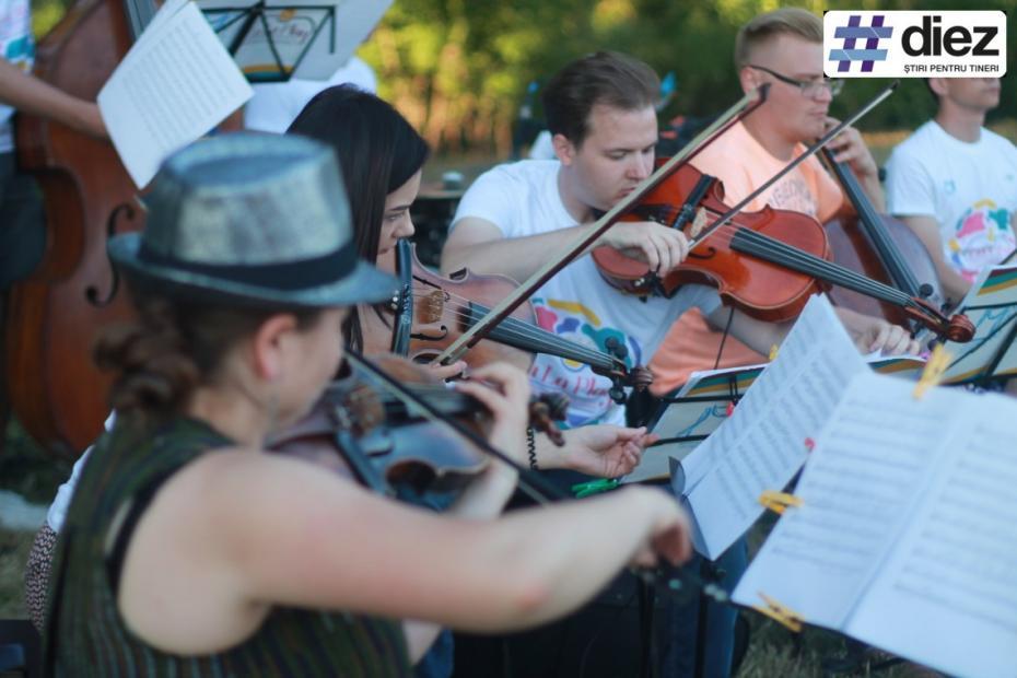 (galerie foto) Oamenii frumoși iubesc muzica bună. Cum s-a desfășurat La La Play Ucraineni la Cinișeuți