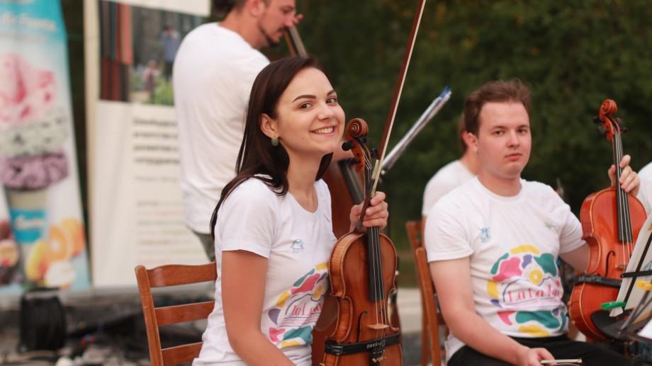 """Oamenii La La Play. Violonista Nicoleta Chetreanu: """"Muzica este esența ce leagă sufletele oamenilor"""""""