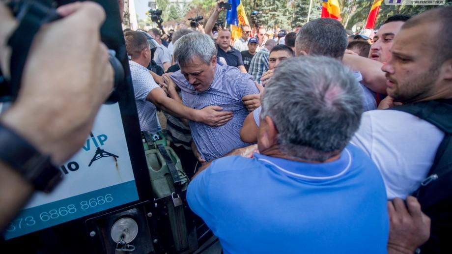 (galerie foto) Proiect votat în patru minute! Protestul pro/contra sistemului electoral mixt în imagini