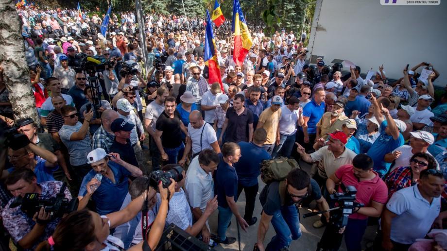 Opoziția îndeamnă cetățenii să vină la protest în fața Președinției la ora 12:00