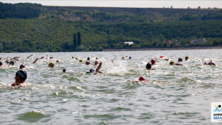 (foto) La Ghidighici Sea Mile 2017 s-au înscris aproape 250 de persoane. Iată cine sunt cei mai buni înotători
