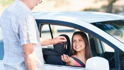 """Oamenii deștepți sunt mai predispuși să pice examenul la șoferie. """"Este o legătura directă între succesul profesional și obținerea permisului"""""""
