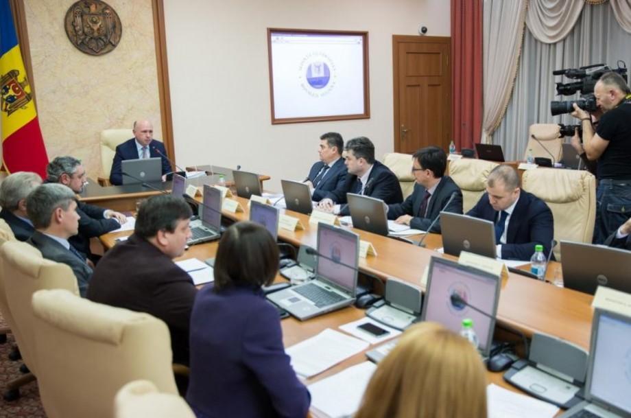 Parlamentul a votat noua structură a Guvernului, propusă de Pavel Filip. Vom avea doar 9 ministere