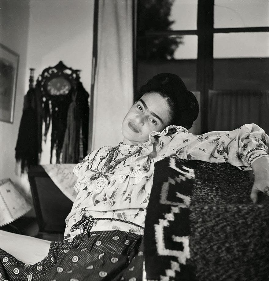 frida-kahlo-rare-photos-gisele-freund-3-595cd863cad42__880