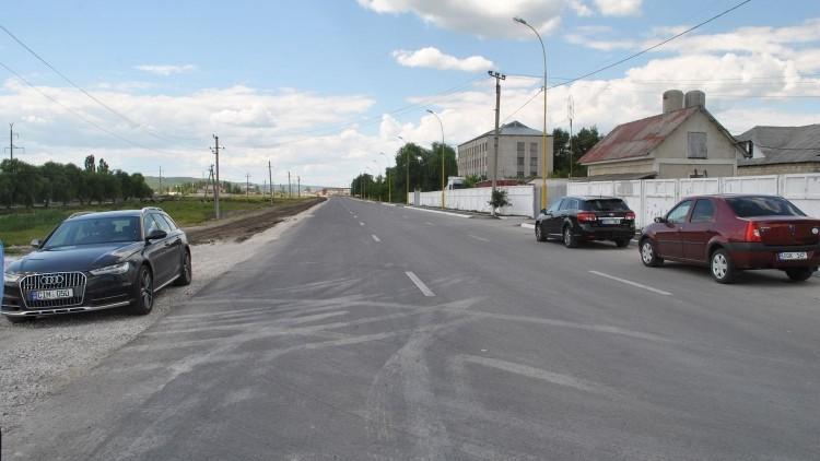 La Hîncești a fost inaugurat un sector de drum ce asigură accesul la două trasee naționale