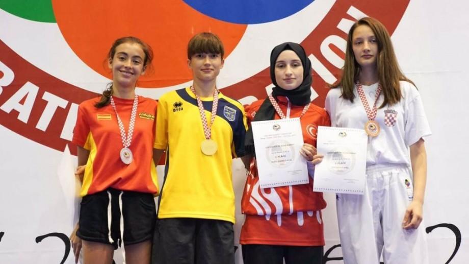 O tânără din Moldova a devenit campioană mondială la karate. A obținut șase victorii la o competiție în Croația
