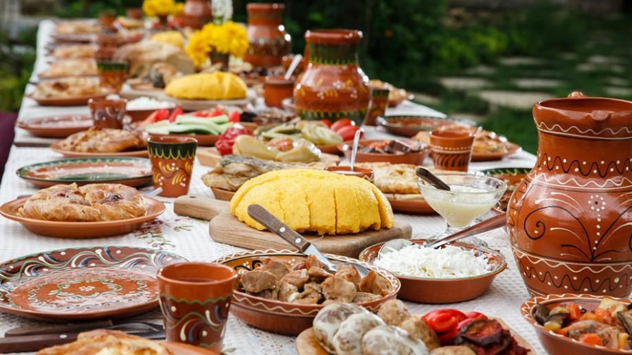 Sarmale, mămăligă cu friptură, plăcinte și dulciuri! Toate te așteaptă sub lumina reflectoarelor la festivalul gastronomic GurmanIA