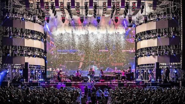 (foto) Peste 150.000 de spectatori la NEVERSEA. Cum s-a desfășurat cel mai mare festival de muzică electronică de la malul Mării Negre