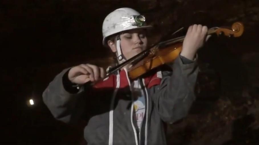 (video) Cum se aude soundtrack-ul serialului Game of Thrones cântat live în peștera Emil Racoviță