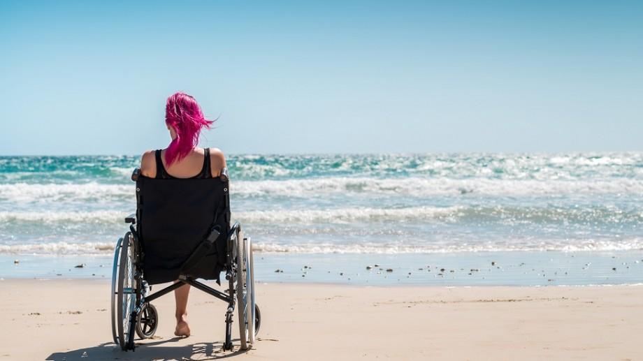 Prima plajă din Europa pentru persoane cu dizabilități va fi amenajată în Constanța! Copiii vor putea intra în apă, cu ajutorul scaunelor mobile