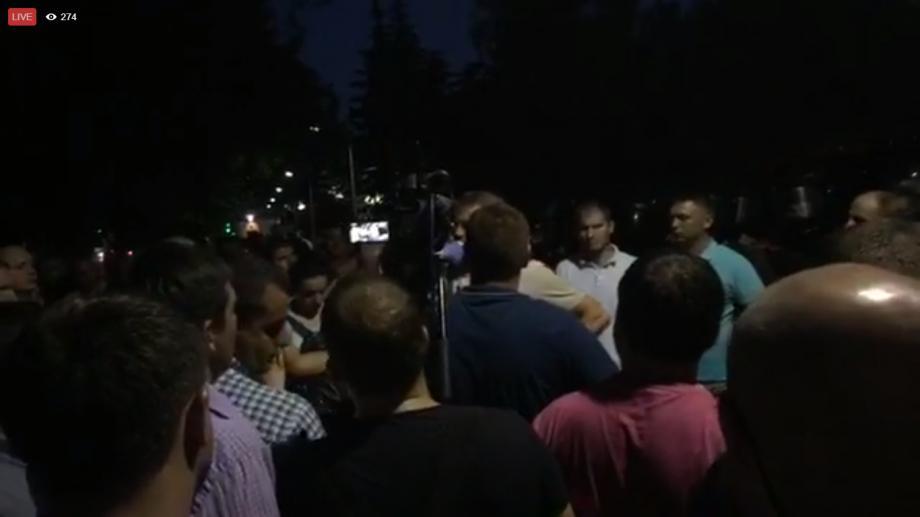 Polițiștii au reținut doi protestatari în seara din ajunul protestului de astăzi. Aceștia ar fi încercat să instaleze corturi
