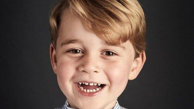 (foto) Prințul George a împlinit 4 ani. Acesta ar putea mânca de unul singur întreg tortul primit cu ocazia zilei sale de naștere