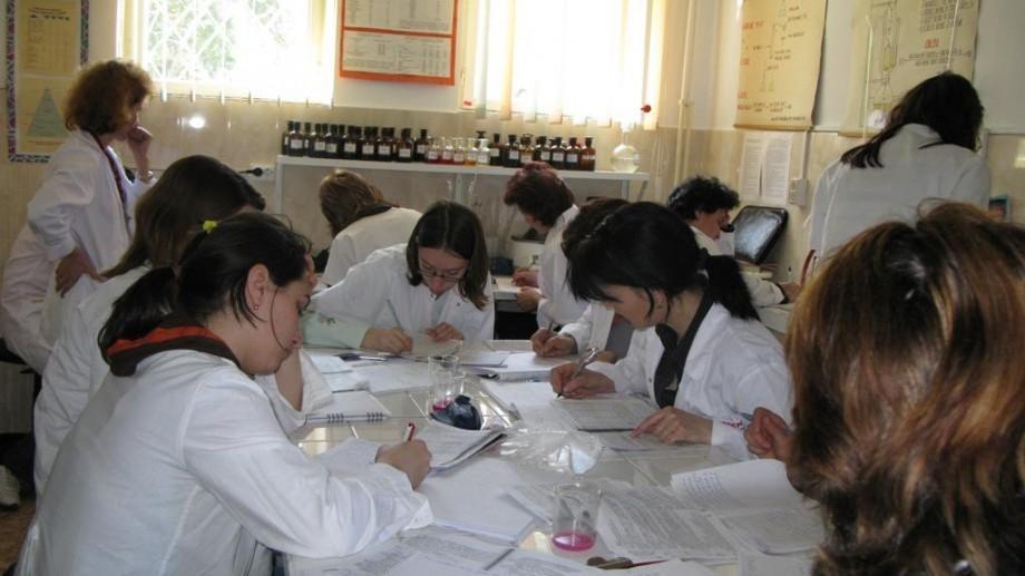 Ești student la medicină și vrei să înveți în România? Iată cum poți obține o bursă la Craiova