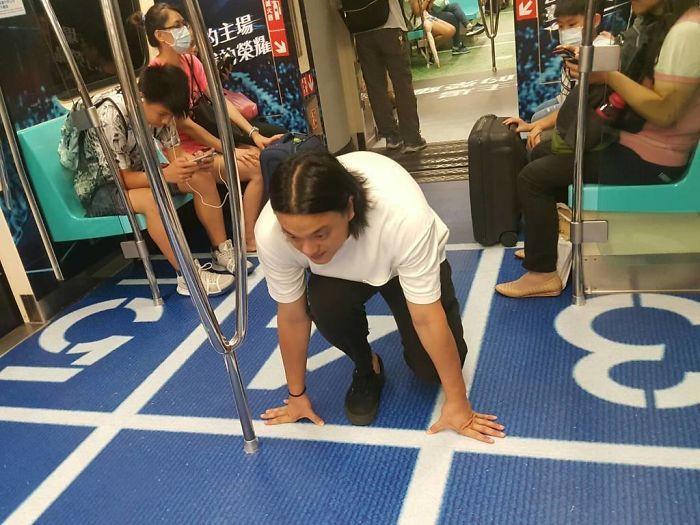 subway-cars-decorated-universiade-sport-venues-taipei-3-59688ec3038e1__700