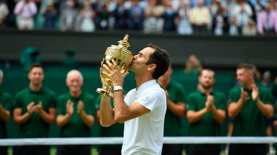 Roger Federer a devenit primul jucător care câștigă de opt ori trofeul la Wimbledon