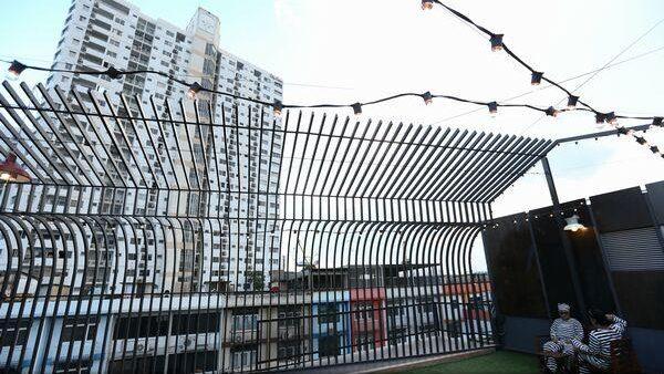 """(foto) Un hostel din Thailanda oferă oaspeților experiența traiului în închisoare. """"Există și camere pentru cei care suferă de claustrofobie"""""""