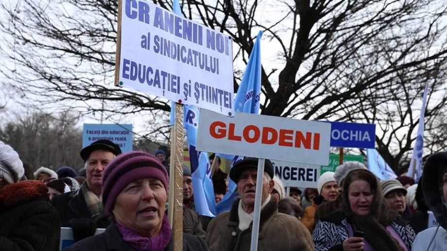Mold-street: Cu cât vor fi majorate de fapt salariile profesorilor în anul curent