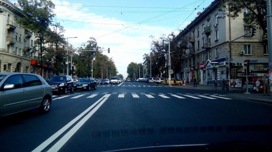 Marcajul rutier continuă să fie aplicat. Iată ce porțiuni de stradă vor fi închise în această noapte