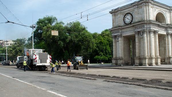 În cazul întârzierii lucrărilor de reparație pe bd Ștefan cel Mare, Nistor Grozavu anunţă posibile sancţiuni