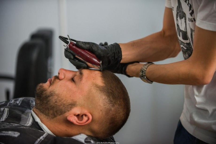 E timpul să te tunzi? Vino la BarberShop, iar din banii tăi vor fi cumpărate ghiozdane pentru copii nevoiași