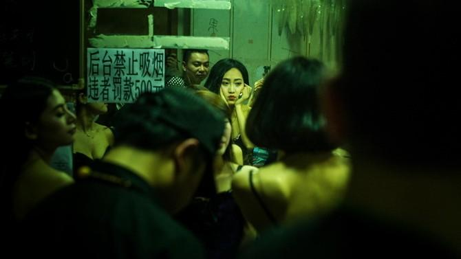 (foto) Un fotograf ucrainean a documentat partea necunoscută a vieții de noapte din China