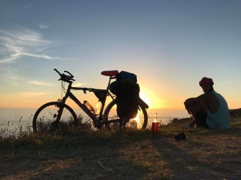 (foto) Călătoria unui tânăr din Chișinău, care s-a aventurat și a parcurs 4000 km pe bicicletă până la Strâmtoarea Gibraltar