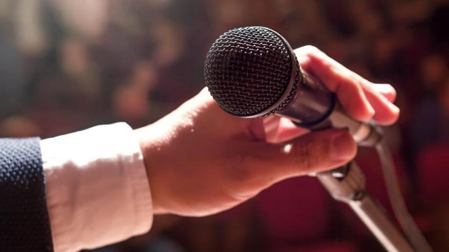 Înscrie-te la programul Speaker's Hub și învață cele mai eficiente tehnici pentru a deveni un orator bun