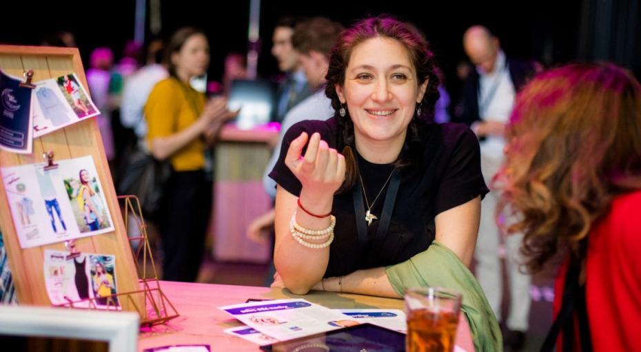(foto) O tânără din Moldova participă la o competiție din Olanda cu un produs inovator pentru părinți și bebeluși