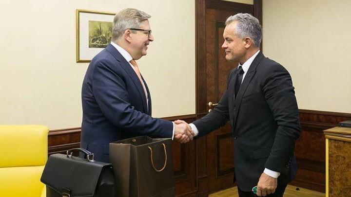 (foto) La sfârșit de mandat, Pirkka Tapiola s-a întâlnit cu liderul PD, Vlad Plahotniuc