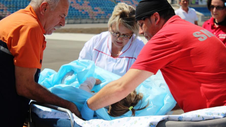 (video) Un copil de 2 ani a fost adus la Chișinău cu un echipaj aero – medical SMURD. A suferit arsuri pe 50% din suprafața corpului
