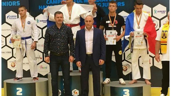 9 din 13 sportivi moldoveni au obținut medalii la Campionatul Mondial de lupte corp la corp. Iată cine sunt aceștia