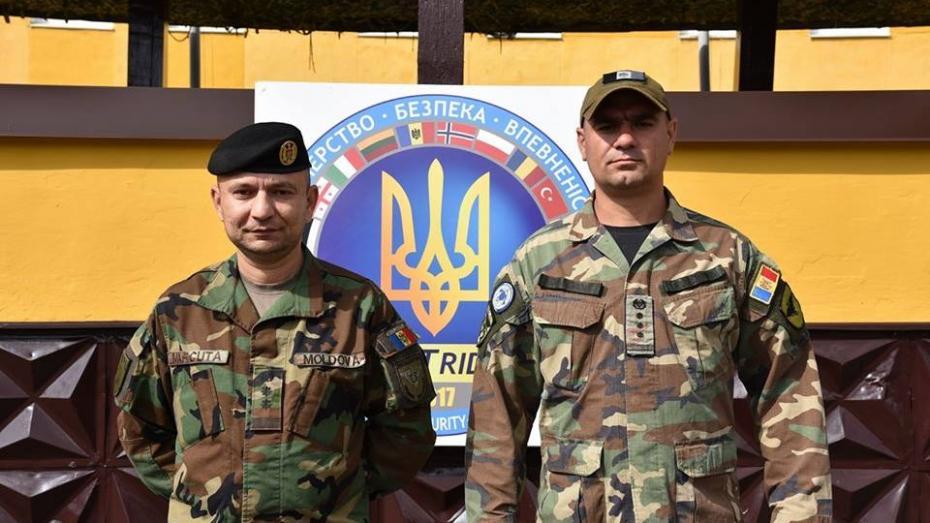 Militarii moldoveni au ajuns la exerciţiul militar din Ucraina, în pofida împotrivirii lui Igor Dodon
