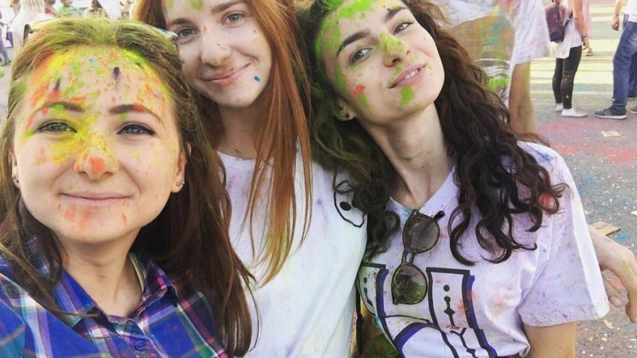 (foto) Nebunie colorată în PMAN. Cum se vede Festivalul Culorilor prin filtrele de Instagram