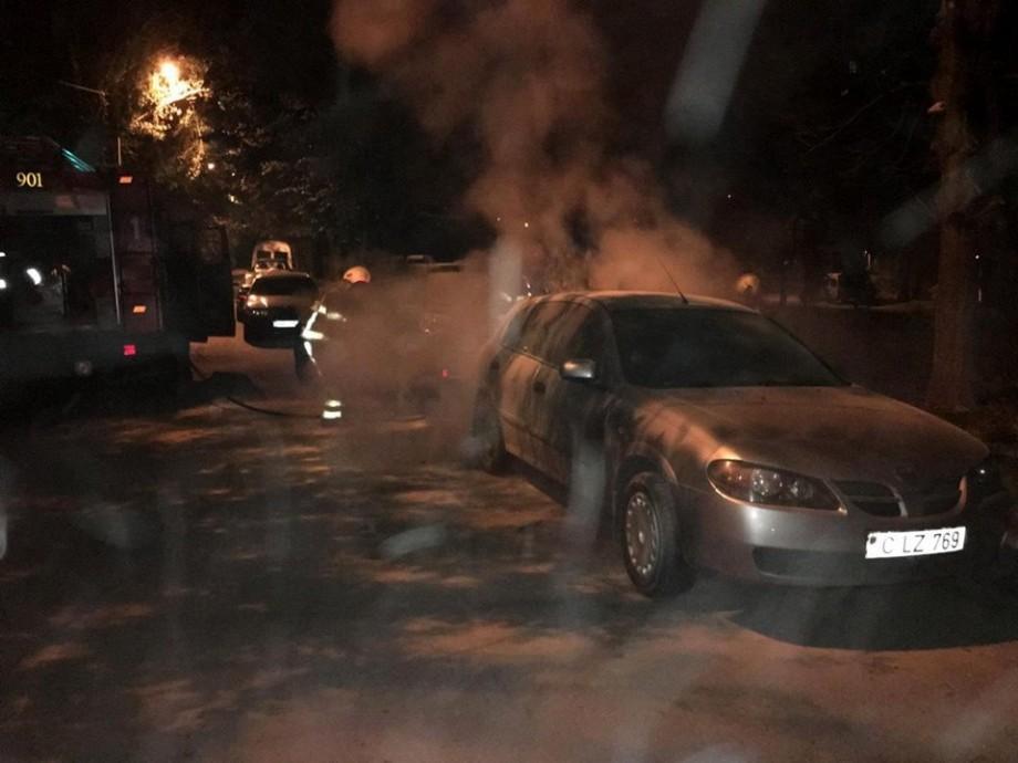 (foto) Incendii în Capitală dis-de-dimineață. Trei automobile au fost cuprinse de flăcări