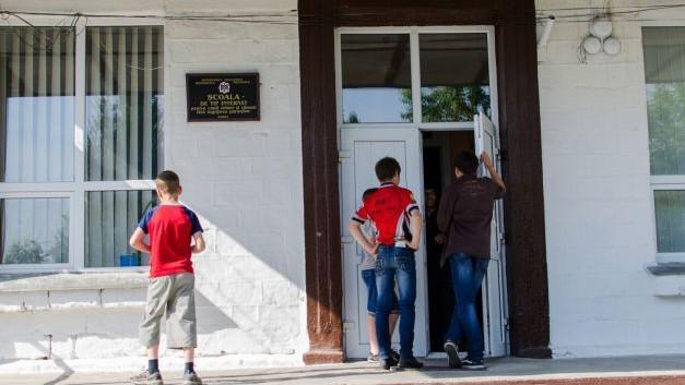 Cinci școli de tip-internat vor fi lichidate. Numărul de copii este prea mic în raport cu capacitatea instituțiilor