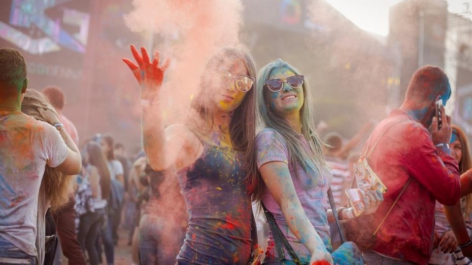(foto, video) Tot ce trebuie să știi dacă mergi la Festivalul Culorilor 2017: zone, pudră, invitați, regulament