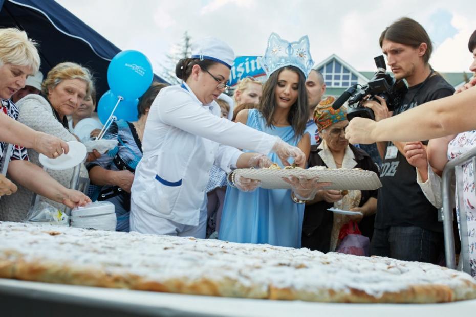 """(foto) Cum s-a desfășurat festivalul """"Regina Dulce"""" la Drochia – Capitala dulce a Moldovei"""