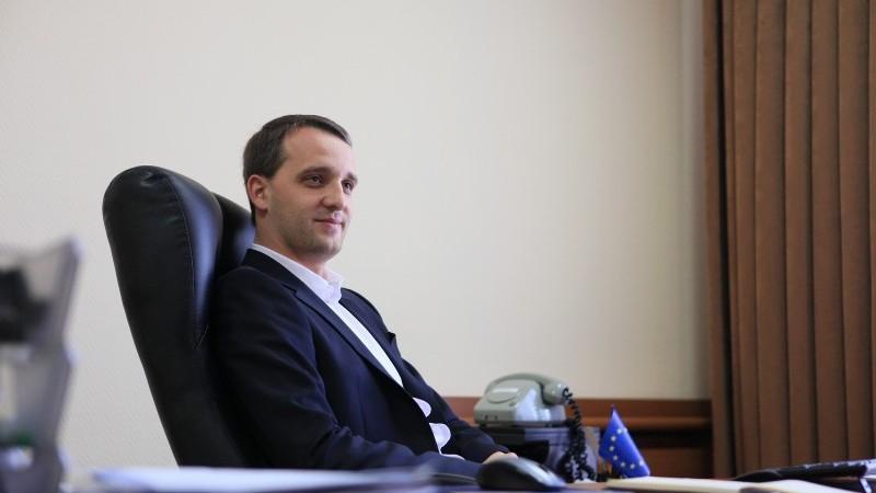(video) Eugen Sturza, candidat pentru funcția de ministru al Apărării. Plahotniuc: Nu acceptăm scheme la acest subiect