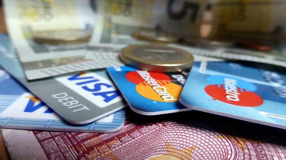 Ghidul financiar al turistului: Tarife și comisioane, cursul valutei la utilizarea cardului de plată peste hotare?