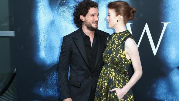 Game of Thrones. Kit Harington s-a logodit cu iubita lui, Rose Leslie