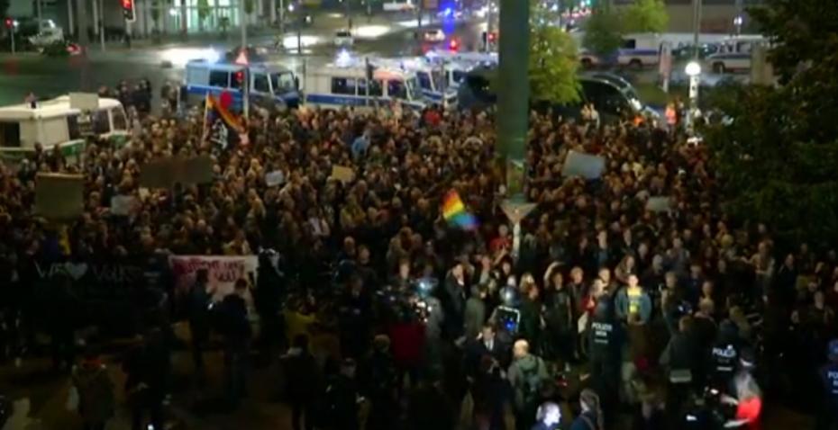 (video) Sute de persoane au protestat la Berlin împotriva extremei drepte