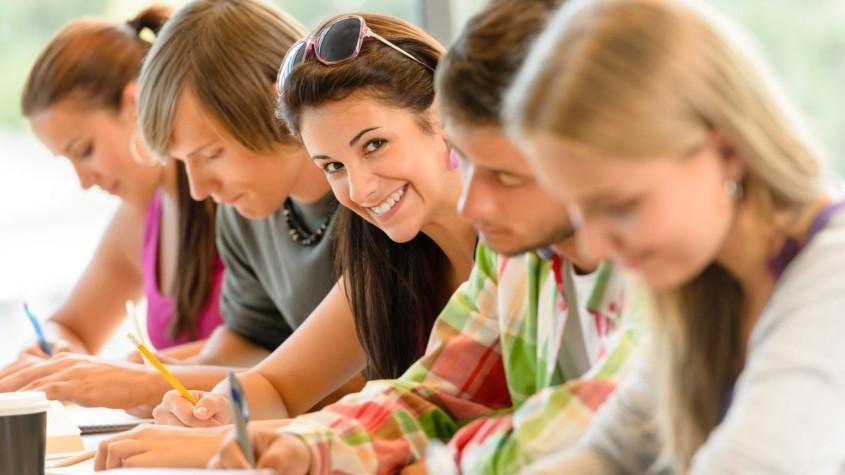 Oportunitate pentru tineri. Participă la o instruire gratuită de două zile și află totul despre internship-uri