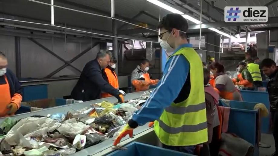 (video) Ne-au demonstrat de ce gunoiul trebuie sortat. Cum a început Săptămâna Națională a Voluntariatului