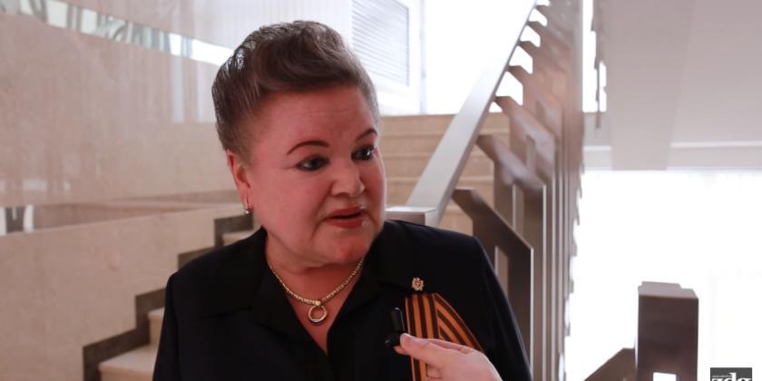 """(video) Deputata socialistă, Elena Hrenova, a cerut să i se adreseze întrebări doar în limba rusă. """"Eu vorbesc puțin limba de stat"""""""