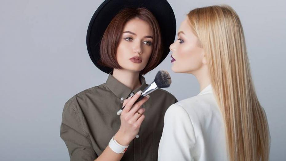 Sfaturi de la specialist: 3 gafe în make up pe care le comit femeile din Moldova