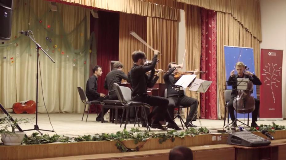 (video) Teleportează-te în culisele culturii şi trăieşte emoţiile muzicii lui Bach într-un documentar de scurtmetraj