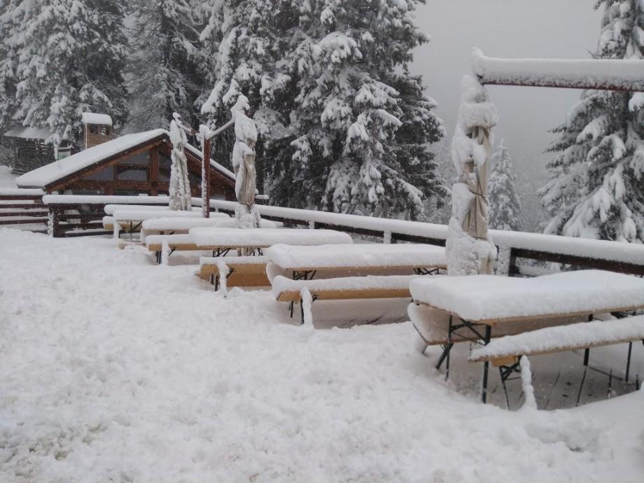 (foto, video) Weekend cu ninsori în România. Stratul de zăpadă a atins înălțimea de un metru